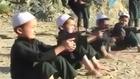 Talibã treinando crianças com armamento pesado